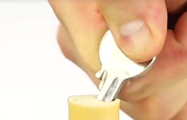 Con este tipo de llave perforar y girar para abrir